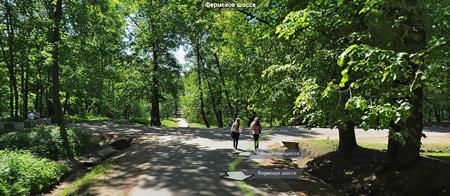 Нынешнее начало Фермского шоссе. Слева - историческое Фермское, перегороженное бетонными блоками, справа — улица Шарова. Изображение Яндекс.Панорамы, ок. 2011.