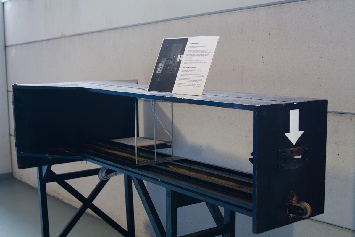 Машина для проверки бинокулярности зрения и восприятия глубины.