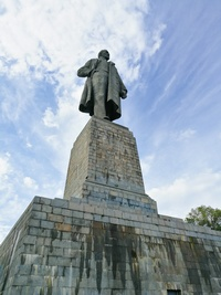 Памятник Ленину у входа в Волго-Донской канал